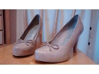 Nude leather shoes, size 39. Hardly worn