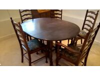 Gate leg oak table and 6 chairs, incl. 2 carvers. Table fully opened 140 cm x 110 cm