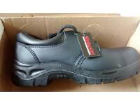 Chef safety shoes on sale (size 6/39). Never worn, like new