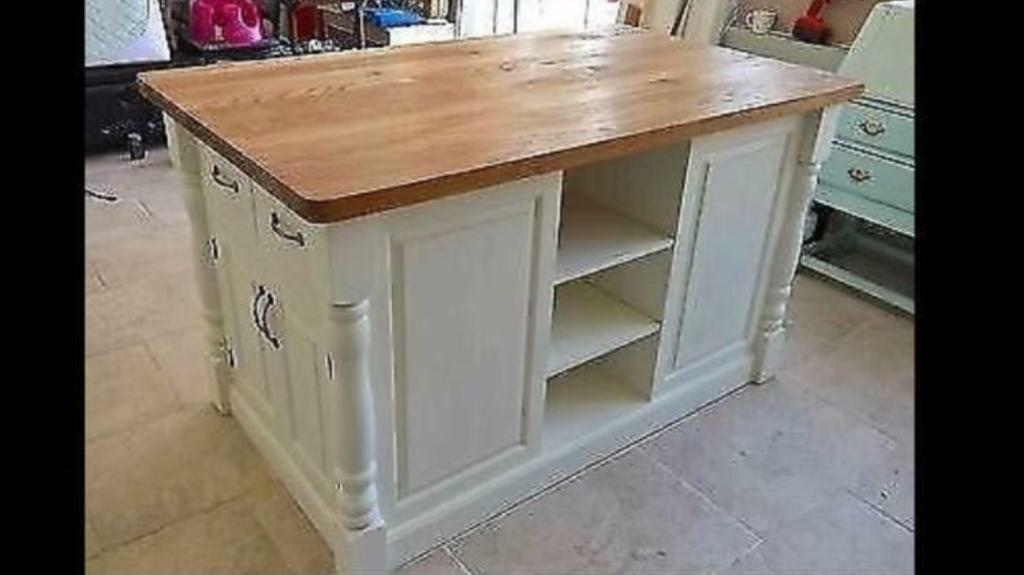 Solid pine island unit with traditional style turned corner posts