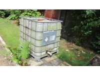 CUBE GARDEN WATER BUTT IDEAL FOR LARGE GARDEN OR ALLOTTMENT USE.BUYER TO REMOVE