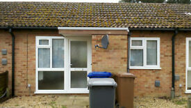 Modern Refurbished One bedroom Bungalow with New Kitchen, Wet Room, Private Garden, Private Parking