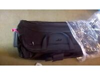 IT Luggage pull along holdall bags suitcase with wheels BLACK bag