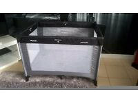 LOVELY CLEAN HAUCK DREAM AND PLAY TRAVEL COT / PLAYPEN IDEAL HOLIDAYS ECT