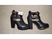 BLACK FOREVER 21 SHOES SIZE 4,5