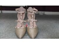 BNWT Gold Strappy Shoes Size 7
