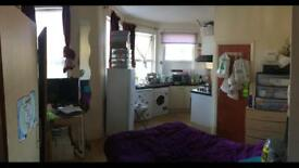 Lovely studio ready to move in!! Just 800!!