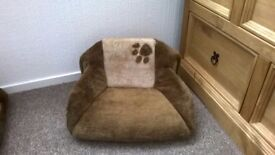 NICE CLEAN SOFT CAT / SMALL DOG IGLOO BED / SOFA