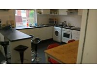 DOUBLE ROOM IN A REFURBISHED SHARED PROF HOUSE - ALL BILLS INC