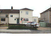 ** Stunning newly refurbished 3 bed garden flat for only £1350 pcm **