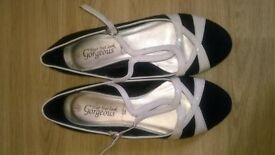 pair of new look flat shoes