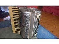 Piano accordian 120 Bass Soprani