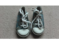 Lee Cooper boys trainers size 8