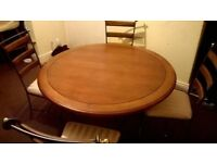 Table and 4 chairs like new