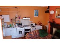 ROOM, LARGE. WITH OWN KITCHEN AND UTILITIES. WASHING AND DRYER MACHINE.