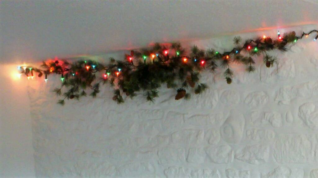 Christmas garland, pine effect, complete with cones