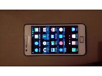 Samsung Galaxy S2-White- Unlocked-Cracked Screen but Works Fine