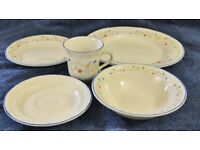 Dinnerware. Patterned set of 5 items for 4 places (20 items in total)