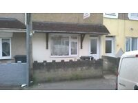 Central Swindon - Large Room To Let to rent- Available now