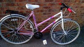 ladies emmelle sapphire bike 700 wheels