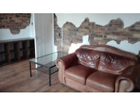 A spacious double room to rent in Edinburgh.