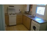 2/3 bed room flat. 1 mint from West Ferry station.Close: Canary Wharf,Mile End,Lime House, Poplar