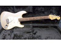 Fender Roadhouse Stratocaster Shoreline Gold inc Fender Tolex Case