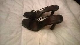 Ladie's size 5.5 black and brown Bamboo Sandals