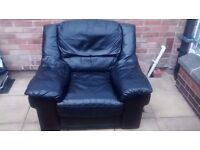 BLACK LEATHER SINGLE SEAT SOFA