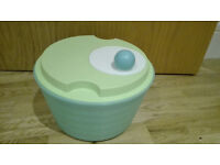 TUPPERWARE Salad Spinner