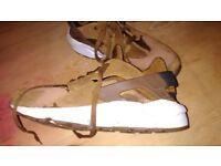 Nike Huarache men's runners, trainers size 8.5.