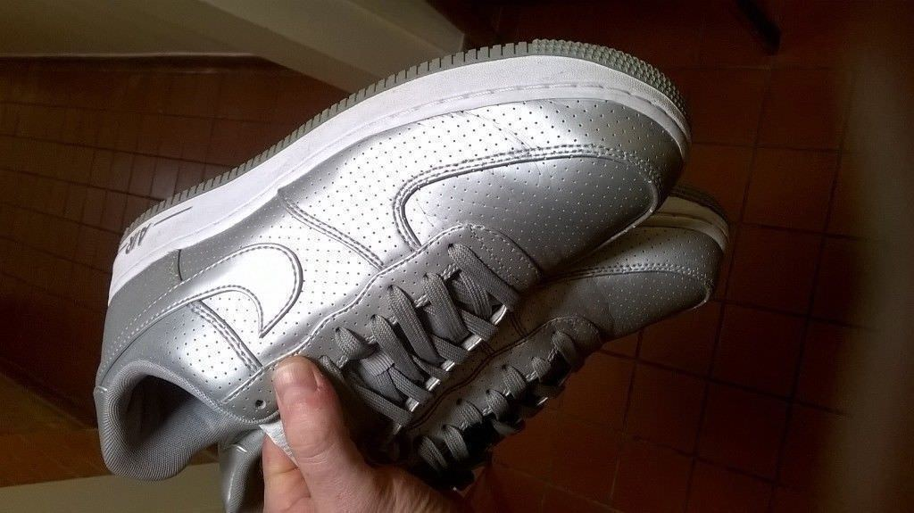 Nike Air size 9 silver 1992 design (£50 new) one week old