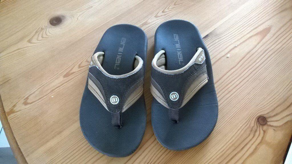 c1a1d5f984d Boys Animal flip flops size 1