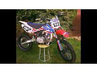 Race 140 cc pit bike