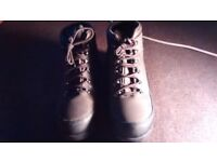New Mens warm heavy duty Steel toe cap boots. Hiker style.