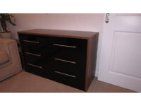 Immaculate Black High Gloss Chest of Drawers/sideboard