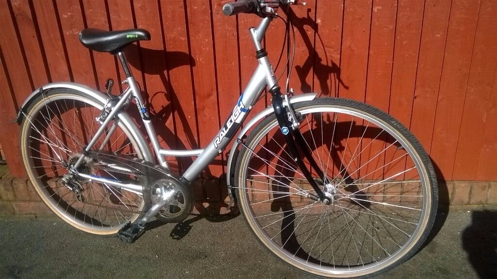 Superb Ladies Raleigh P1000 Alloy Bike.700C Wheels.6 Speed.Lovely Ride.New Looking71. In Bridgendin Canton, CardiffGumtree - Raleigh P1000.. Ladies Bike 19 Inch Frame (Suitable for Medium Height to Tall Lady) 700C Wheel with Good Tyres 6 Speed Mudguards and Chain Guard Alloy Frame Ideal for Recreational use and Commuting Good Looking Bike Made by Raleigh assuring this a...