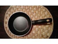 Pan Tefal - diameter 16 cm. Perfect condition.