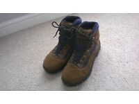 walking boots size 6.5 AS NEW