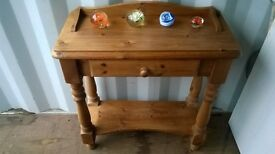 Beautiful Solid Pine Table with Center Draw. Excellent Condition