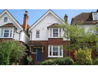 Lovely spacious 1 bedroom Flat, 5 mins. walk of Guildford Mainline Stn., Town & Downs