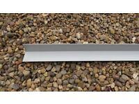 Aluminium angle iron. 5 x 1030 mm & 5 x 1965 mm length, both 25 mm x 30 mm.
