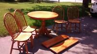 """solid oak 40"""" round table with 2x10"""" leafs and 4 chairs"""