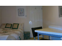 Offered to rent SW15 Room with double bed Putney Common/Barnes near Railway Station