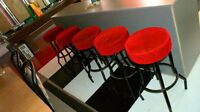 5x tabourets de bar ou comptoir recouvert velours fushia