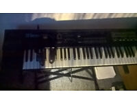 Keyboard Roland D 20 (vintage) Synthesizer with headphones & stand