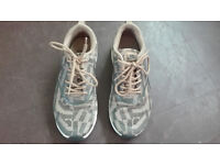Womwn's Nike Trainers / shoes size UK 5