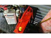 Tyre spreader / vice for puncture repair