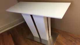 Memphis Console Table In White High Gloss With Glass Top