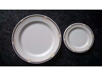 12 wedgwood dinner plates 9,75 inch + 12 wedgwood tea/side plates 6 inch